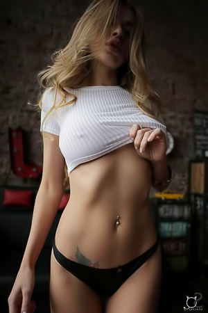 Dastry Shows Her Stunning Body