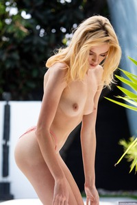Yummy Babe Mazzy Grace Shows Her Pleasures