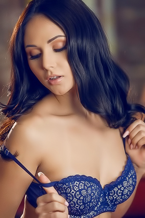 Sweet Seductress Ariana Marie