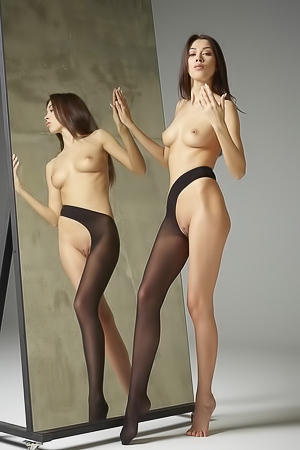 Beauty by Mirror Nicolette - Nubile