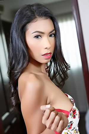 Sexy Asian Babe Calisia Fully Naked