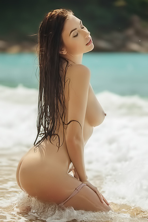 Niemira gets wet, sultry and naughty at the beach
