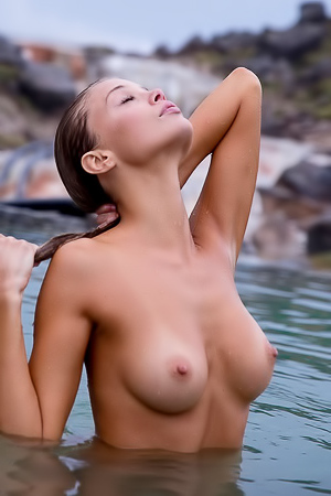 Sensual And Naked Lady Allie Leggett