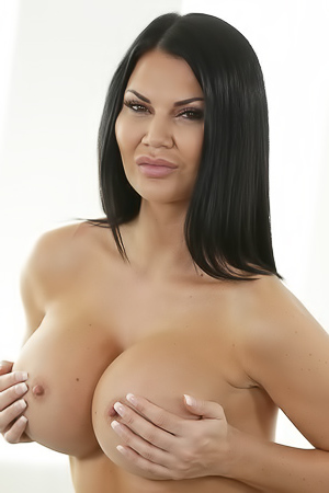 Jasmine Jae Flashing Her Perfect Round Boobs
