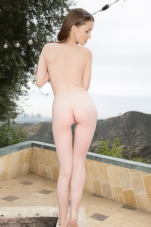 Emily Bloom Shows Off Her Incredible Naked Body