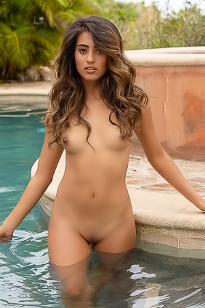 Latin Babe Katherinne Sofia In The Pool