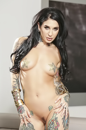 Inked Milf From Your Dreams picture gallery