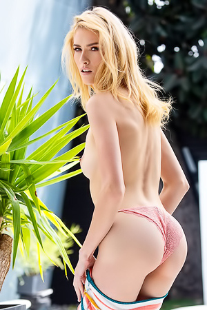 Skinny And Extra Hot Blond Mazzy Grace