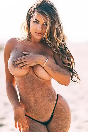 Anastasiya Kvitko showing her perfect body