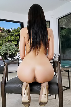 Sofi Ryan Showing Her Ass And Shaved Pussy