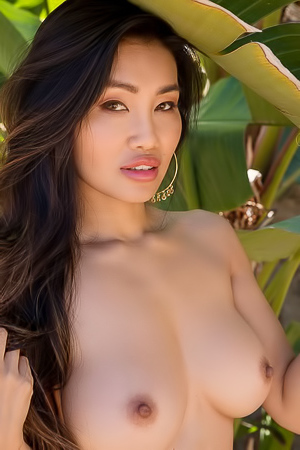 Viviane Leigh Exhibits Beautiful Asian Petite Body