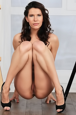 Suzanna A - Hot painter shows her clean shaved pussy