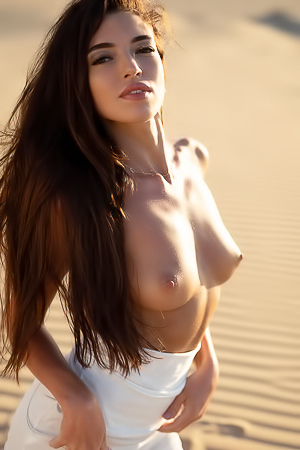 Beautiful Dream Babe Rachel: Sands