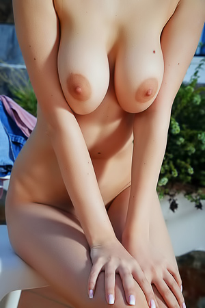 Eva Elfie Expose Her Big Beautiful Breasts