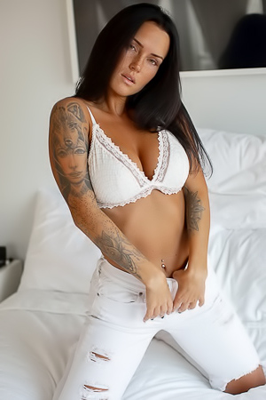 Top class tattooed model Kayla Lauren