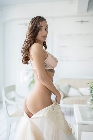 Stunning Naked Bride MedinaQ In Stockings