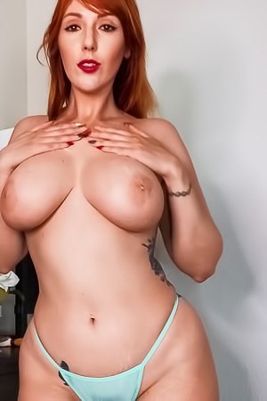 Busty Mature Lauren Phillips Pleasuring Her Vagina