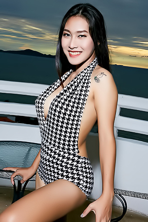 Asian Babe Linlin Sexy Swimsuit