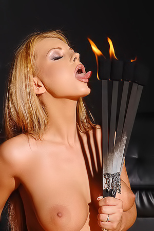 Dorothy Black Fiery Hot Fetish Babe